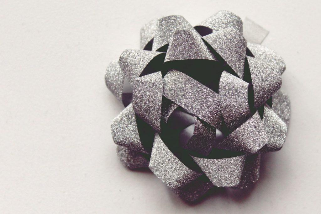 gift-rosette-1075772_1280